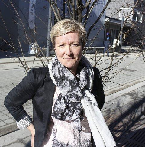 Mariann Eriksen kan kjøre på for å få ut krisepenger, men mye er foreløpig uklart om ordningen.