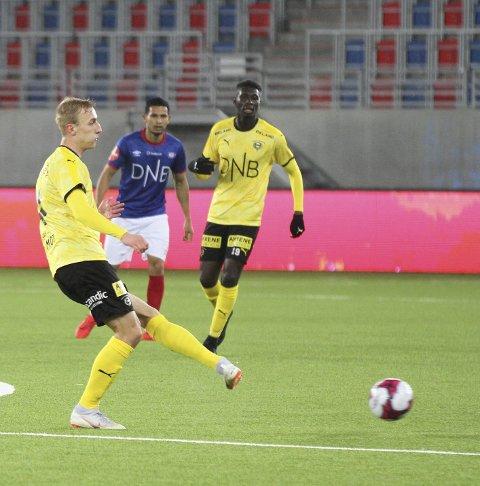 – Villeste: Tobias Salquist slaktet forsvarsspillet til LSK før pause. Foto: Ståle Lindblad