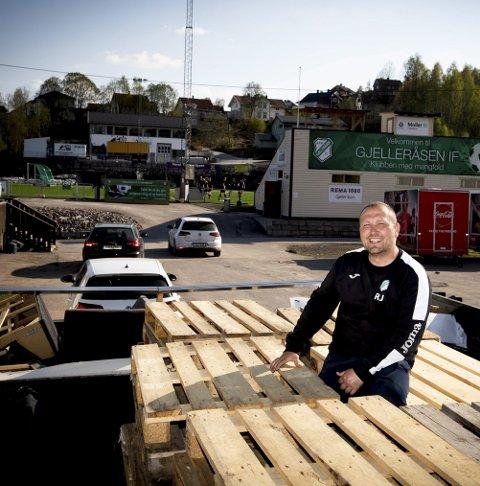 Strålende Fornøyd: Daglig leder Raymond Johansen sier Gjelleråsen Fotball sitter igjen med over 200.000 etter LSK-møtet. Foto: Lisbeth Lund Andresen
