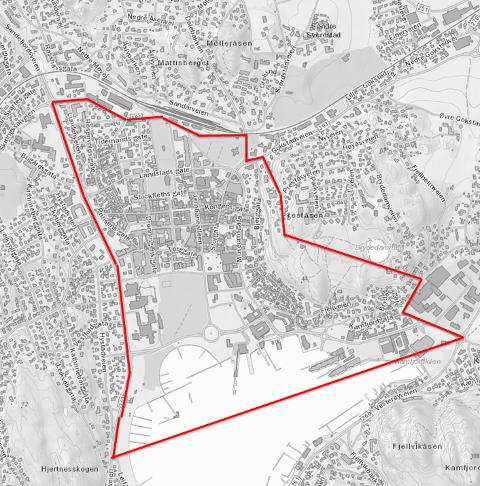 BEGRENSET OMRÅDE: Det er ikke lov med privat oppskytning av fyrverkeri i Sandefjord sentrum. De røde strekene markerer grensene. Bor du innenfor de røde strekene, må du nå finne et sted lenger vekk til oppskytning av fyrverkeri.