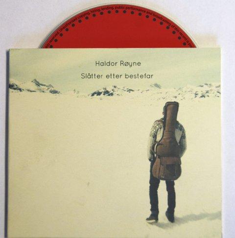 Unik CD: Haldor Røyne spelar hardingfeleslåttar på gitar.