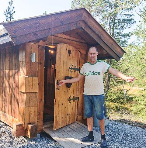 NYTT TOALETT: Bjørn Karsten Ulberg kan nå tilby turgjestene et flott toalettbygg.