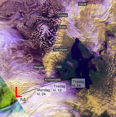 Lavtrykket passerer Norge i sør.