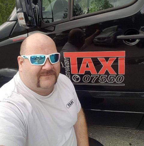 Lang taxitur: Roar Jensen kjørte syv spanske turister fra Lofoten til Nordkapp. - Det er et stykke sier han om den dyreste taxituren han noen gang har kjørt. FOTO: Vestvågøy Taxi
