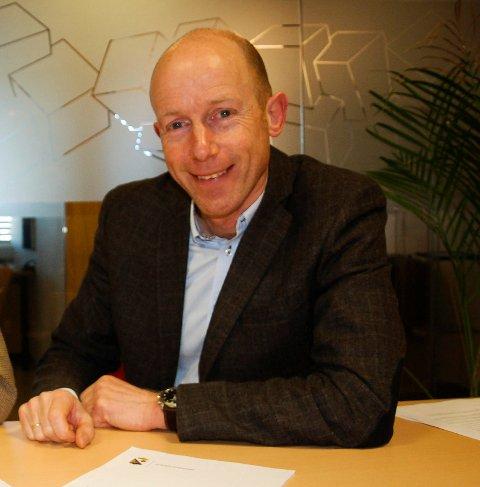 USIKKER: Kommunens næringssjef, Karl Jørgen Tofte, kan ikke svare på når det blir aktuelt å bygge boliger på Bromsjordet, men han vil invitere bedriftene til et møte.