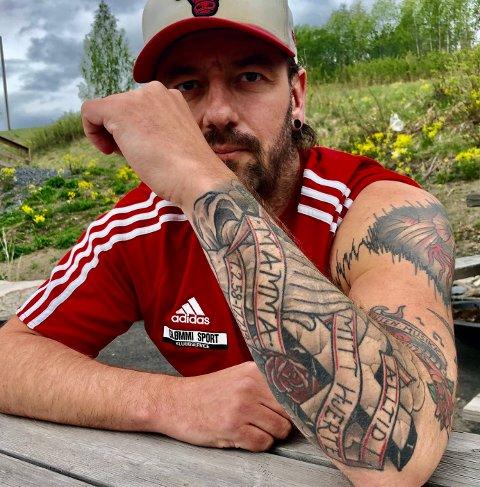NÆRT: Tatoveringene betyr mye for Rune Larsen.