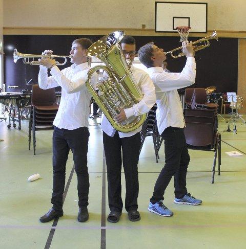 Dirigentspirer: fv. Leonard Ørnøy (16), Christian Håpnes (17) og Ole Edvard Valøy (17) har deltatt både på sommermusikkurs og dirigentkurs den siste uken. alle foto: benedicte wærstad