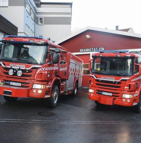 BLIR I KRAGERØ: Kragerø brannvesens to nyeste brannbiler skal bli værende der de er i dag, selv om grenlandskommunene slår sammen sine brann- og feiervesen. (Foto: Per Eckholdt)
