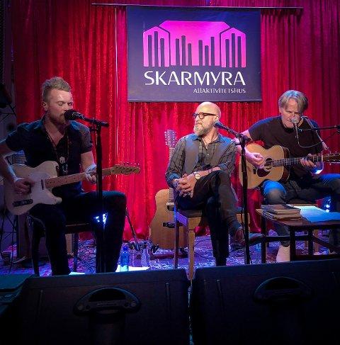 BUICKEN: Med blant andre Amund Maarud og  Lars Saabye Christensen, her med gjesteopptreden av Terje Kinn.