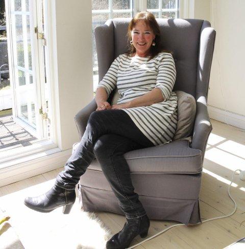 Dorthe Endresen er fornøyd med å få Karl Erik Harr og sønnen Gisle Harr til Gamle Ormelets utstillingslokaler i år.