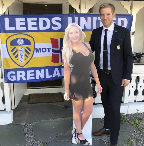 SKAPTE BLEST: Bildet av Stian og pappfiguren av Leeds-profilen Emma Jones ble veldig populært på twitter.