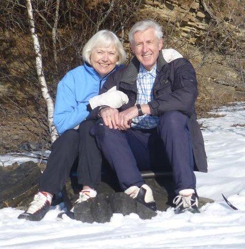 GIFT I 54 ÅR: Bjørn Geirr Harsson og hans Margit (76) flyttet fra Oslo til Hole i 1976. Nå skal de nyte tiden sammen, når han gir seg etter 57 år på Kartverket.