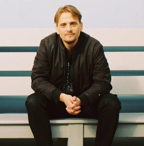 Lager tv-serie: Kenneth Karlstad jobber for tiden med å lage en tv-serie satt til tidlig 2000-tallet i Sarpsborg. Nå ser han etter lokale skuespillertalenter.
