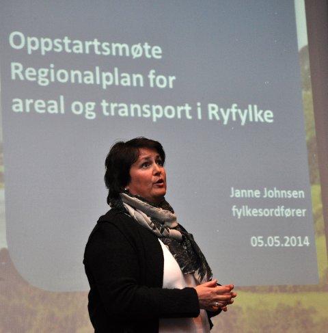 LANG TUNNEL: Janne Johnsen (H) fekk resten av fylkesutvalet med seg på kravet om lang tunnel mellom Årdal og Tysdalsstranda.