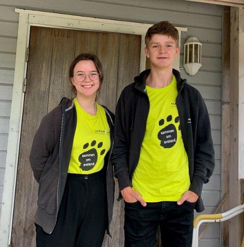 FORNØYDE: Søskenparet Margrethe og Eirik Sundal fra Levanger smiler i arbeidsuniformen.