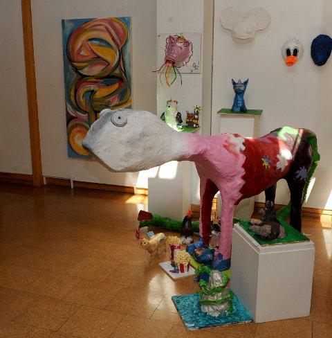 Kunstutstilling i Galleri Elgen med fantastiske kreative figurer!