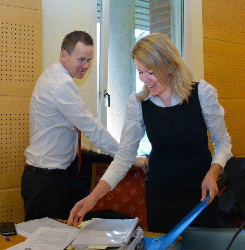 LANGT UNNA: Forsvarerne Pål M. Andreassen og Møyfrid Eggebø mener påtalemyndigheten har en dårlig sak.