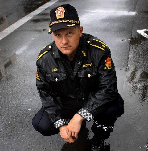 MER FOLK UTE: Geir Morten Bjerkvold er leder for orden og forebyggende i Politiet. Han ser en sammenheng mellom flere hendelser ute på byen og at samfunnet åpnes igjen etter korona-pandemien.