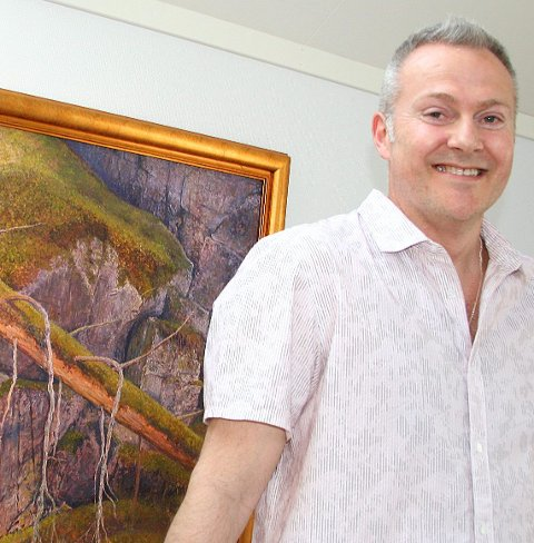 Stolt: Tore Hogstvedt har allerede solgt to bilder  - før utstillingen åpner i Taiwan.