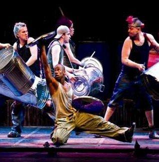 Musikk: Musikkformen Stomp går ut på å lage rytmer ved hjelp av «ting og tang».
