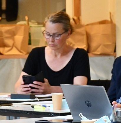 Tove Hage Aargaard: Filmet partikollega Knut Aall under Sagesund-debatten.