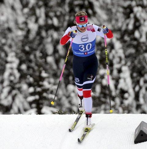 Brøt: Mari Eide brøt fellesstarten over ti kilometer i Oberstdorf onsdag.