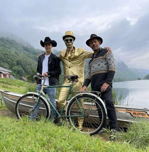 UNIK TRIO: Her ser vi Leif Einar Lothe (Lothepus) til høyre, med DJ Kak i midten og Martin Jansen til venstre.