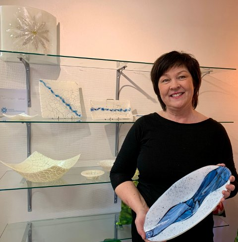 GLASSKUNST: Glasskunstner Frøydis har gaver for alle anledninger.