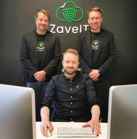 GRUNNLEGGERE: Fred Habberstad (til venstre), Lars Olav Habberstad og Christian Andre Mathiesen (foran) ønsker å gjøre datasikring og datasikkerhet enklere.