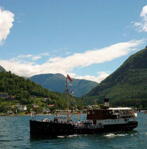 Granvin: Historisk båt i sitt rette element.Arkivfoto