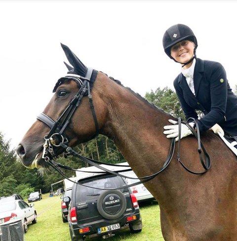 RUTINERT: Cecilie Pedersen (25) fra Kirkenes reiste til Danmark for å satse på hestedrømmen. Nå satser hun videre mot NM.