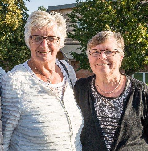 DRIFTIGE DAMER: Nok en gang inviterer Aslaug Evju (t.v.) og Anne Lise Nakjem til Eldredagen i Svarstad.