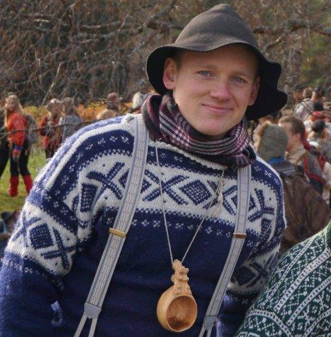 FLYTTET TIL VALDRES: Det var avgjørende for Bjørnar Sæthershagen (26) med en jobb som var relevant for utdanningen hans. Han er snart ferdig med en mastergrad i naturforvaltning ved NMBU. Nå jobber han som rådgiver i  landbruk og miljø i Vang kommune.