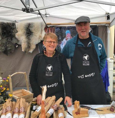 GARDSMATPRODUSENTER: Anita Øygard og Lars Erik Reksten ser fram til at matfestivalar og marknader begynner å ta seg opp att.