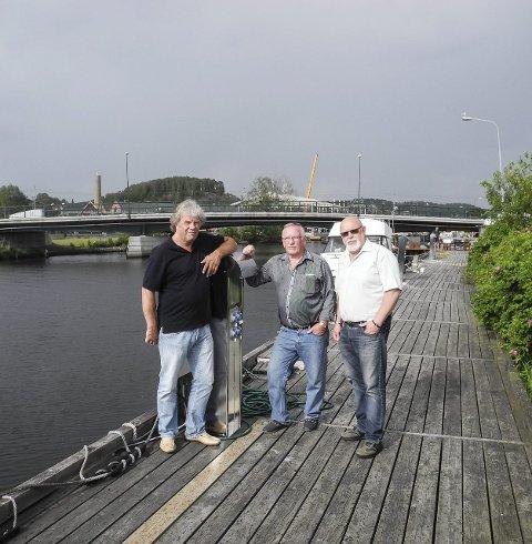 Båter og bobiler: – Plassen ved Tista har strømuttak for båter i elva, men kan også benyttes av bobiler, sier bobilentusiastene.