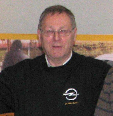 Trist: – Ole Jørgen Magistad har levd og åndet for bil og Opel mesteparten av livet og han syns det er trist at det blir slutt i Lomen.