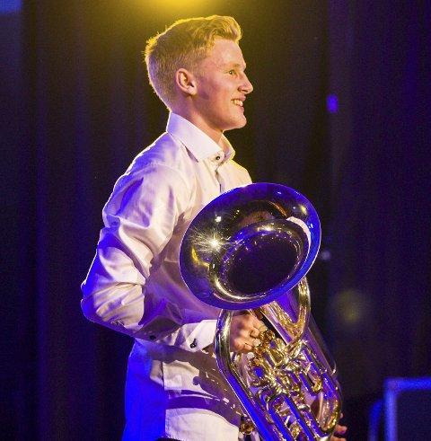 TIL TRONDHEIM: Oskar og hans euphonium går vidare. foto Morten Sæle