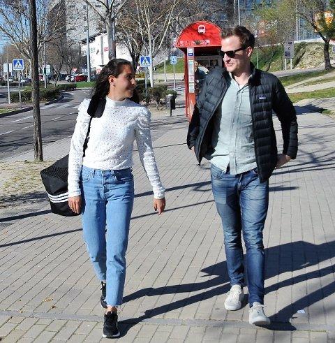 TIL ENGLAND: Ingrid Moe Wold feiret kjæresten Fredrik Nordlien Bergs bursdag før hun søndag sagtte seg på flyet på vei til proffspill i England.