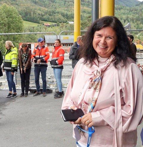 Mange foreldre gikk på aprilspøken til Atrå barne- og ungdomsskole. - God respons, konstaterer  rektor Kjersti Folkvang Volland. (arkivbilde)