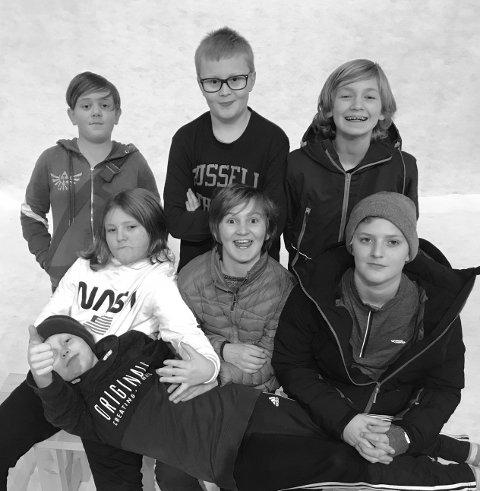 Team Lost in space: Fra venstre nederste rad: Magnus Venåsen, knut Kvåle Garthus, Ola B.Strøm, Elias Hansebakken. Fra venstre øverste rad: Harald Ruud, Oskar Venåsen og Haakon B.Strøm.