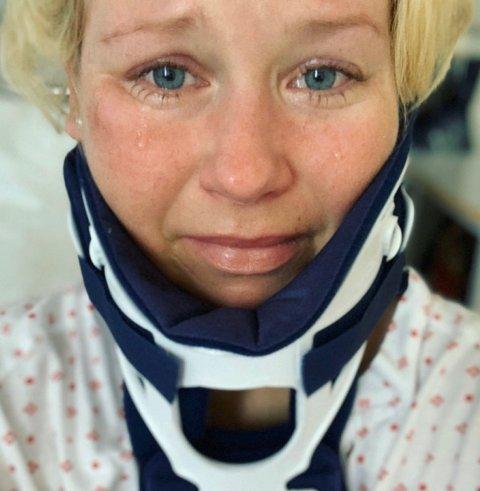 I SJOKK: Anine Meadows Elieson (28) ble rammet av en trafikkulykke for litt over ei uke siden. Her er hun avbilda kun noen timer etter ulykka. Nå takker hun Gud for at hun overlevde.