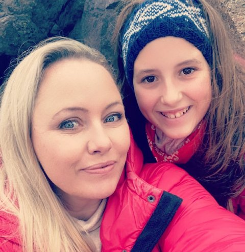 GLADE: Mor og datter er glade for at FHI nå anbefaler koronavaksine til de mellom 12 og 15 år.
