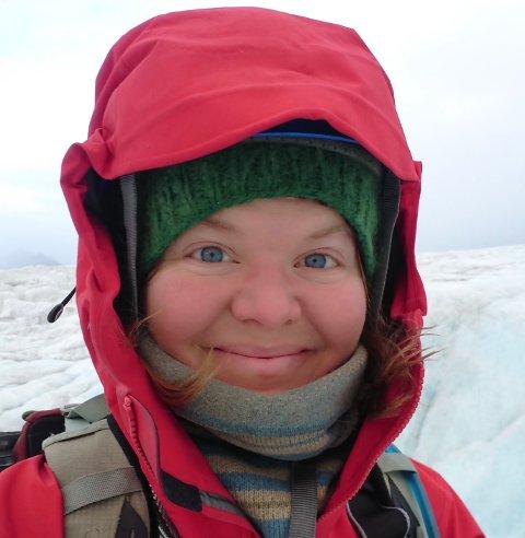 FRELST: Haugesunder Marie Alnes Brekkhus er frelst av Svalbard-tilværelsen. Her  er hun på tur i blåisen i august i år.
