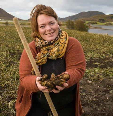 FANTASTISK:  Potetbonde Elisabeth Holand er godt fornøyd emd avlingen med tanke på hvordan det så ut i slutten av september.