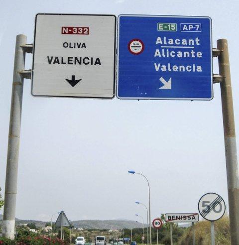 BOMPENGER: De fleste større motorveier har bomringer i Frankrike, Spania og Italia. Velger du lokale veier er de bomfrie.