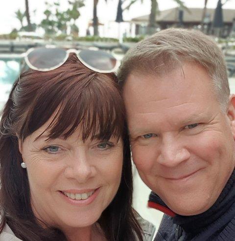 I MALAGA: Hit, men ikke lenger. Unni Poosz og Espen Mathisen skulle egentlig på ferie til Gran Canaria. Det satte en sandstorm en effektiv stopper for. For Norwegian-flyet fra Torp, kom ikke lenger enn til Malaga.