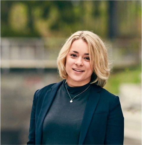 Helene Winther, lokallagsleder i Sarpsborg MDG, har her noen tanker om den store shoppingdagen Black Friday, sett ut fra perspektiver om bærekraft og miljøvern. (Foto: Privat)