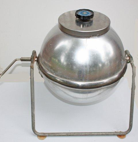 Hånd-drevet vaskemaskin fra 1950-tallet av type Express produsert i Sveits.