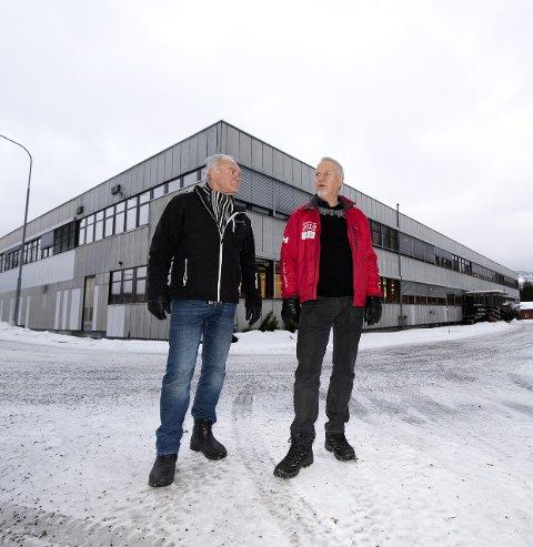 TENKER STORE TANKER: Jan Erik Svensson og Bjørn Nørstegård ser gjerne at det blir etablert et senter for historiefortelling i Hovemoen. Foto: Torbjørn Olsen