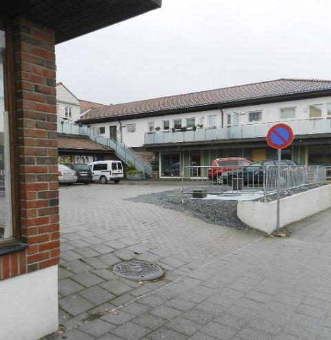 Nye leiligheter: Tomme forretningslokaler i første etasje på Lilletorget skal gjøres om til 10 leiligheter.Foto: Hanne Eriksen